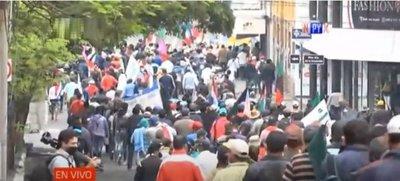 Multitudinaria marcha campesina en Asunción