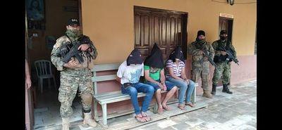 En Tacuati incautan armas de fuego, dinero en efectivo y detienen a 3 por robo