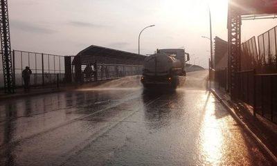 Desinfectan entrada del Puente de la Amistad