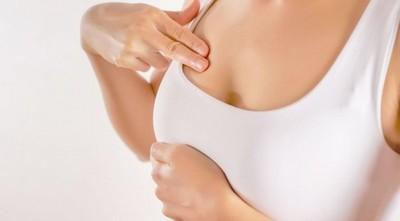 """""""Palparse los pechos una vez al mes desde los 20 años"""", recomiendan para la detección precoz de cáncer"""