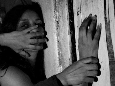 Por encargo abusó de una joven pero se equivocó de víctima