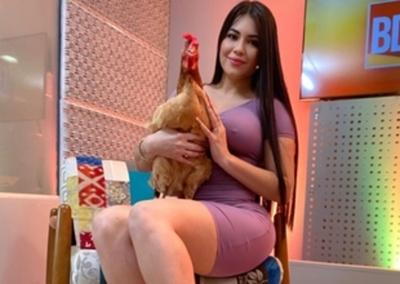 Hortensia, la gallina de Laurys Dyva, ya tiene Instagram