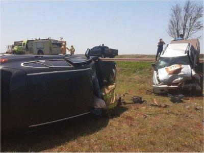 Choque frontal sobre la ruta PY06 con heridos y daños materiales