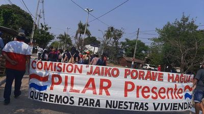Se manifiestan en Pilar en apoyo al ministro Durand