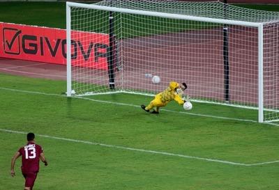 Con un penal atajado por Antony Silva sobre la hora, Paraguay derrotó a Venezuela
