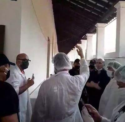 Altercado entre intendente y operarios de obras en templo de Yaguarón