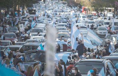 """Buenos Aires activa clases """"burbuja"""" mientras gobierno afronta protestas"""
