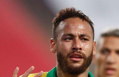 Brasil triunfa  con hat-trick de Neymar