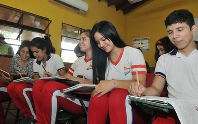 MEC evalúa el retorno a aulas con alumnos del tercero de la media