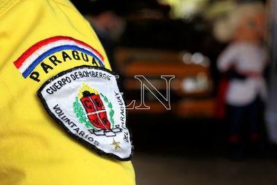La Fundación Tesãi entregó camioneta a bomberos de Alto Paraná