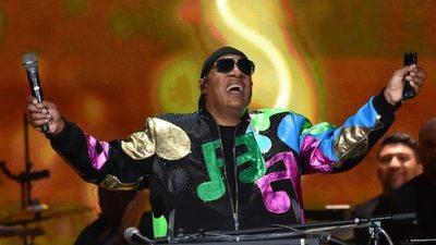 Después de 15 años, Stevie Wonder lanza sus primeras canciones