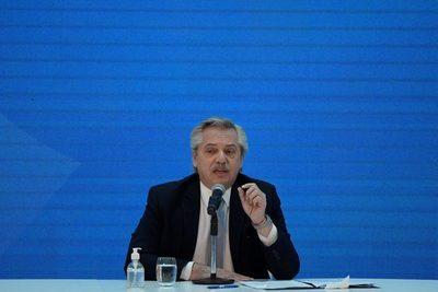 """Fernández pide trabajar con los empresarios para """"desarrollar a la Argentina"""""""