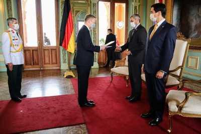 Presidente recibió cartas credenciales de tres nuevos embajadores