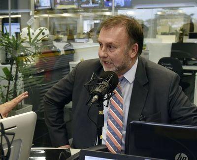 Ministro de Hacienda renunciará a su cargo el fin de semana