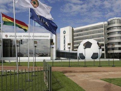 Conmebol recupera 37 millones de dólares de cuentas de Leoz y Deluca