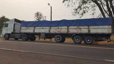 Horqueta: Retienen camión repleto de postes de quebracho