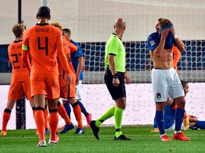 Italia cede el mando tras empatar con Holanda