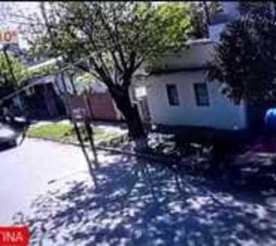 ¡Brutal! Motoasaltantes arrastraron a una mujer y automóvil la arrolló