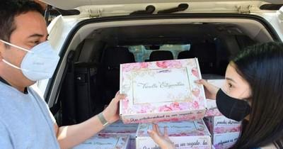 La Nación / Quinceañera canjeó souvenirs por alimentos no perecederos para personas de escasos recursos