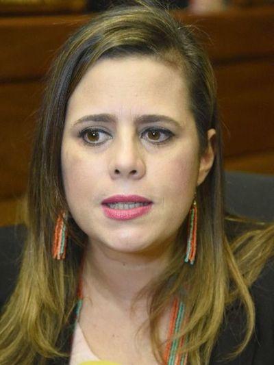Kattya solicita que el Senado se pronuncie