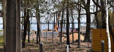 Mades y Comuna permiten edificación a orillas del lago