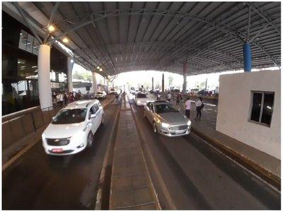 Primeros paraguayos y brasileños cruzaron esta mañana la frontera