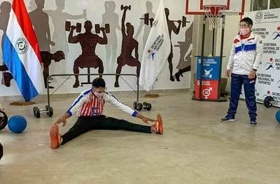 Atleta con discapacidad visual se destaca como jugador de Goalball