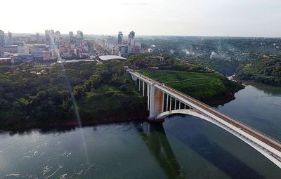 Puente de la Amistad es reabierto después de 7 meses para paso vehicular