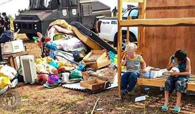 Justicia desaloja a varias familias y niños lloran desconsoladamente como signo de impotencia – Diario TNPRESS
