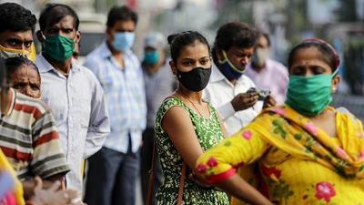 La India da un paso hacia la normalidad con la reapertura de cines y escuelas