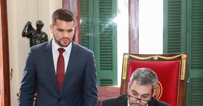 La Nación / Designan a Hernán Huttemann como nuevo asesor jurídico de la Presidencia