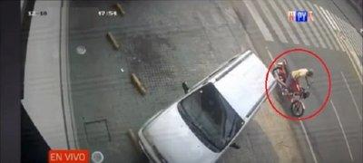 Le robaron la moto por la que aún debe
