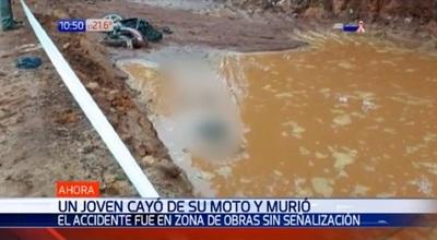Motociclista cae a zanja y muere ahogado