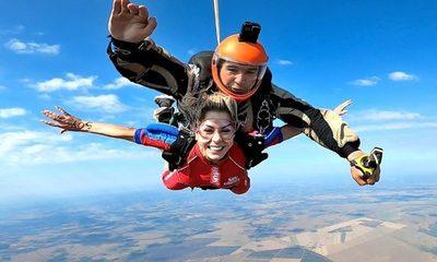 """Video. Sole se lanzó en paracaídas: """"Hay que vivir con entusiasmo"""""""