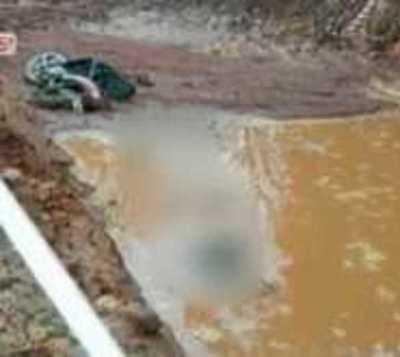 Motociclista cayó a una zanja con agua y murió ahogado