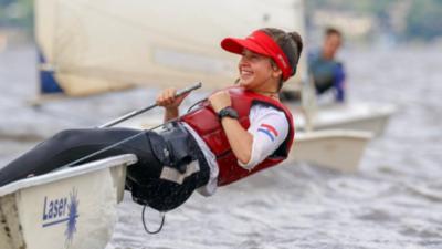 La velerista que navega hasta el podio del triunfo