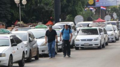 Taxistas podrán trasladar solo hasta dos personas
