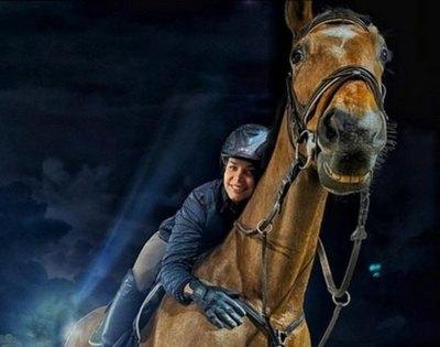 """Crónica / (VIDEO)¡CORCEL BUENA ONDA! Miss presenta a su caballo """"que se ríe"""""""