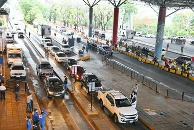 Puente de la Amistad: Más de 3.500 vehículos ingresaron este jueves