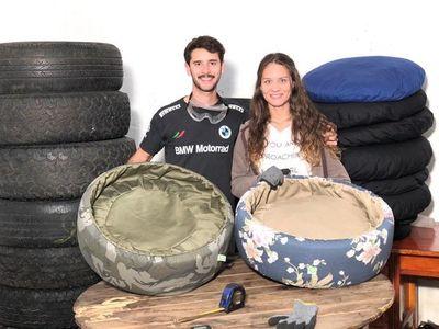 Pareja recicla neumáticos y emprende exitoso negocio