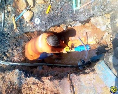 Mejoran servicio de agua potable en un barrio de Asunción •