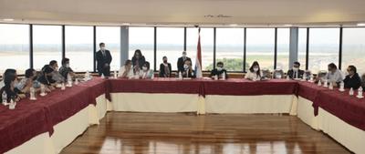 Acuerdo de Ejecutivo con titular del Congreso y campesinos desata conflicto en Senado