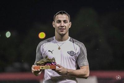 Libertad entregó una 'Bota de Oro' a su goleador Sebastián Ferreira