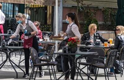 ¿Son los bares y restaurantes los lugares donde hay más riesgo de contagiarse de coronavirus?