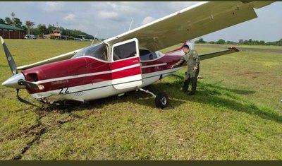 Crónica / Rueda del avión en el que iba ministra de Justicia explotó