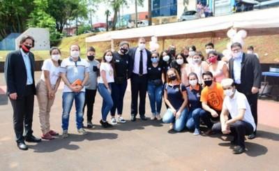 Municipalidad de CDE apoya feria de jóvenes emprendedores