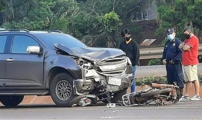 Fatal choque entre camioneta y motocicleta en Yguazú, Alto Paraná