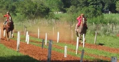 La Nación / Rescatan a adolescentes que eran utilizados como jinetes en carreras de caballos