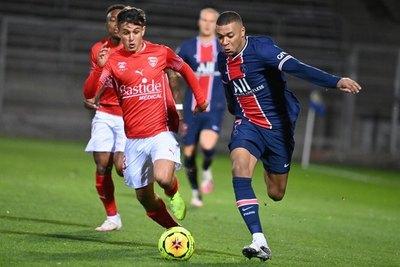 Andrés Cubas fue titular en la goleada que sufrió Nimes ante PSG