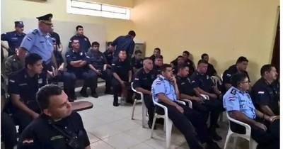 La Nación / Acusan y piden juicio oral para 19 policías y un civil por hechos vinculados al narcotráfico